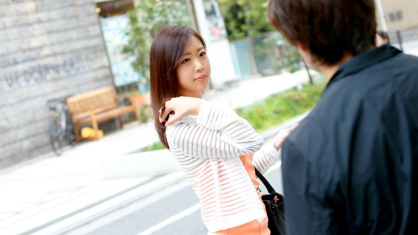 【街行くセレブ人妻ナンパ 】夫婦生活に満足してない欲求不満奥様 (まりさん25歳)