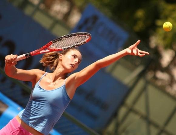 女子プロテニス選手のおっぱいが相当エロいと話題な件!wwwwwww004_2016100202032656d.jpg