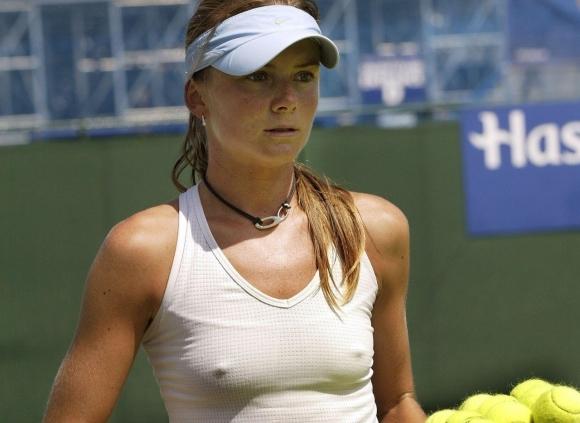 女子プロテニス選手のおっぱいが相当エロいと話題な件!wwwwwww010_20161002020446741.jpg