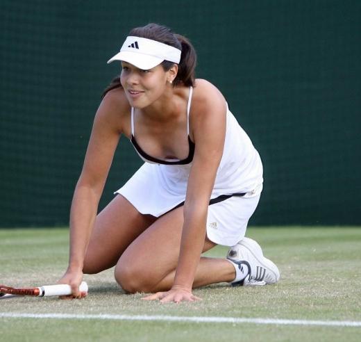 女子プロテニス選手のおっぱいが相当エロいと話題な件!wwwwwww014_20161002020536ba9.jpg