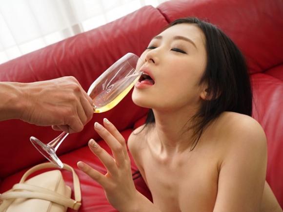【エロ動画】媚薬入りスパークリングワインを飲まされた女の子のエビ反りセックス!01_20160830232234d09.png