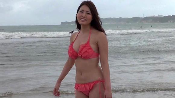 【エロ動画】九十九里浜で見つけた可愛い現役女子大生にAV出演交渉をガチでした結果!01_20161011012557c15.png