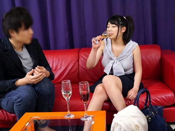 【エロ動画】清楚な巨乳女子大生に媚薬入りスパークリングワインを飲ませた結果wwwww01_20161102023106fa0.png