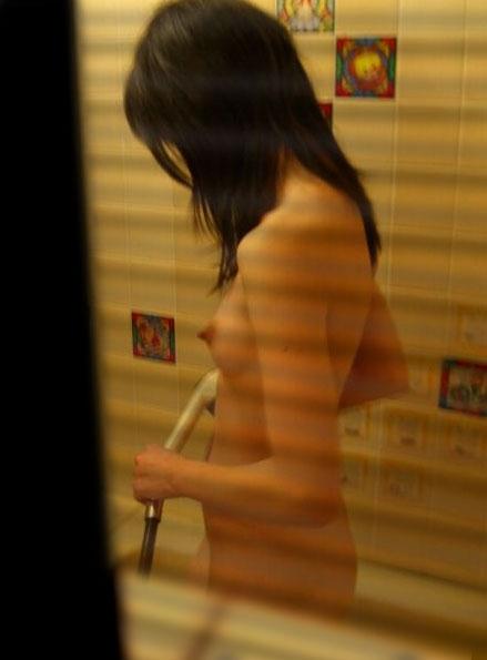 自宅での入浴中も要注意www窓の外から撮られた盗撮画像がエロすぎるwwwwwww【画像30枚】01_20170211022926c45.jpeg