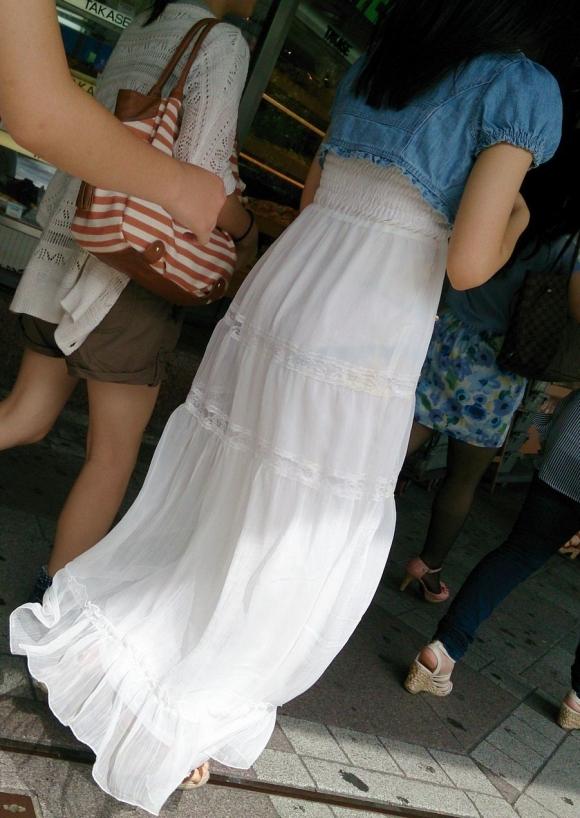 パンツを透視できる白いスカートを履く女の子をガン見wwwwwww【画像30枚】01_20170214021453294.jpeg