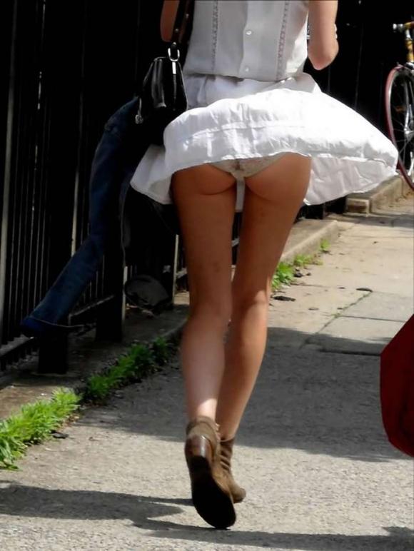 外出してる時に見れたらラッキーなハプニングパンチラがめっちゃイイwwwwwww【画像30枚】01_201704040122201c3.jpeg