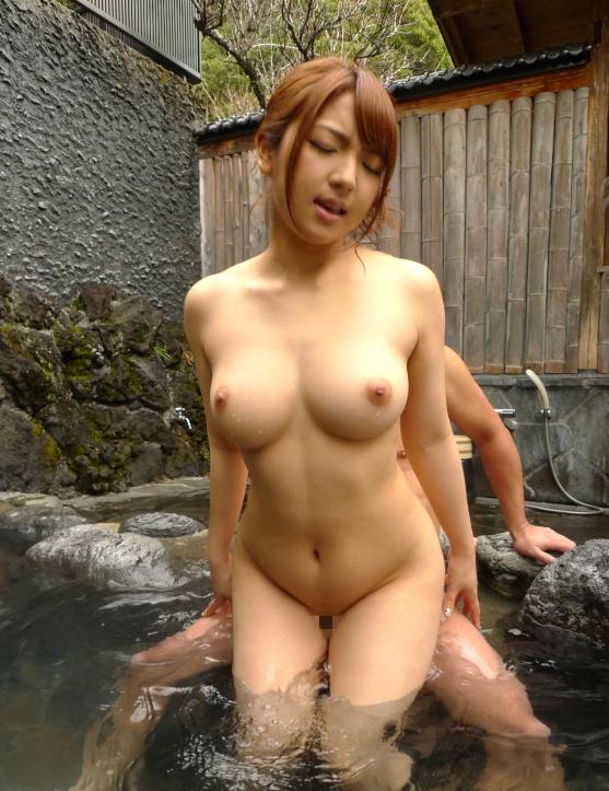 旅行先の露天風呂でセックスしてるカップルが羨ましすぎるwwwwwww【画像30枚】01_201704120111272e5.png