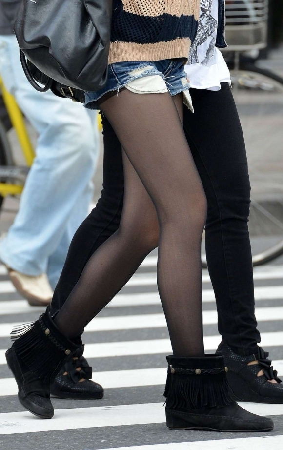 黒ストッキングを履いたセクシーさMAXの女の子のエロス