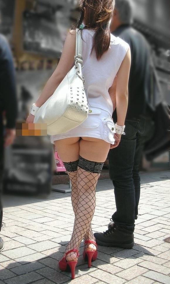 街中でおしりを出しちゃってる女の子って正気なん?wwwwwww【画像30枚】01_2017051023073408a.jpeg