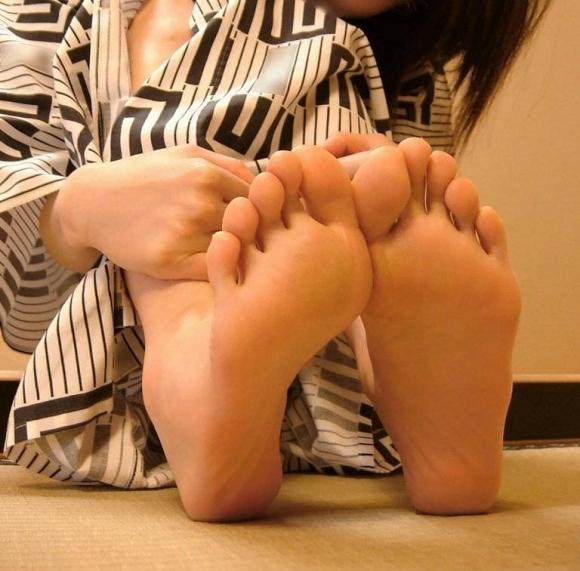 【足裏フェチ】女の子の足の裏にムラムラしちゃうヤツちょっとこいwwwwwww【画像30枚】01_201706181430151fe.jpeg