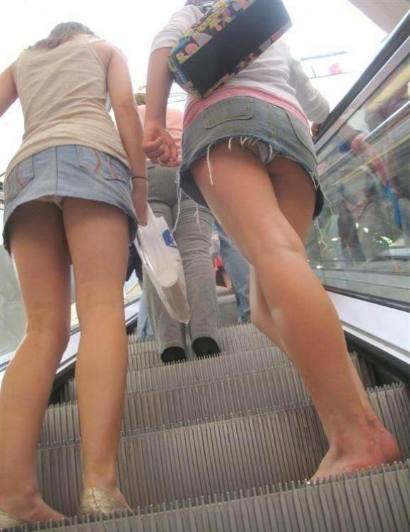 よく見たらデニムスカートってパンチラしすぎじゃね?wwwwwww【画像30枚】