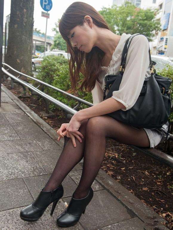 裸よりエロい!フェロモンがプンプンしてくる黒ストッキングの女の子wwwwwww【画像30枚】01_2017091402123825a.jpg