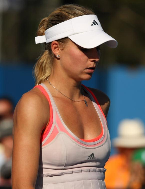 女子プロテニス選手のおっぱいが相当エロいと話題な件!wwwwwww021_20161002020728562.jpg