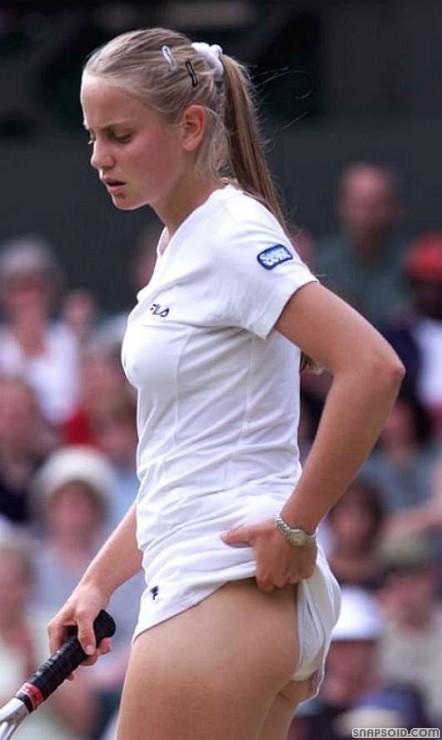 女子プロテニス選手のおっぱいが相当エロいと話題な件!wwwwwww023_201610020207294d5.jpg