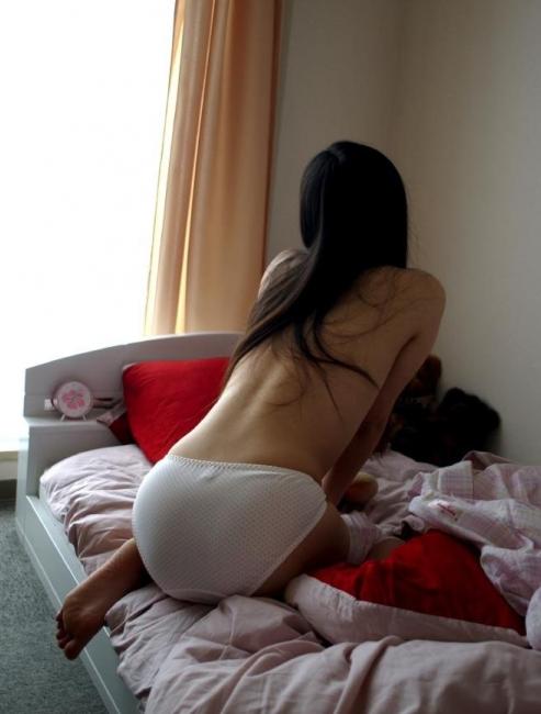 【素人流出画像】パンツ一丁で油断してる彼女がエロくてたまらず撮った写メが話題になってるwwwwwww【画像30枚】02_201707291251201f8.png