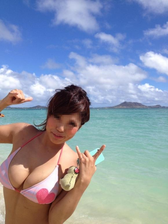 【素人水着】海やプールで見れる素人女子のプリプリおっぱいがエロいwwwwwww【画像30枚】02_2017073011335650b.jpeg