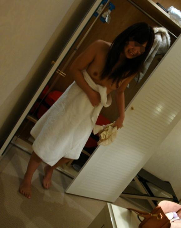 【流出画像】ラブホでシャワー浴びたての彼女を撮った画像がザワつくレベルにエロいwwwwwww【画像30枚】02_20170812015625dbb.jpg