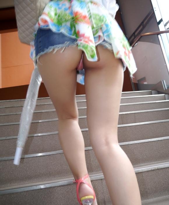 Tバック履いてる女の子のパンチラってエロすぎてヤバいわwwwwwww【画像30枚】02_20170916013951bc0.jpg