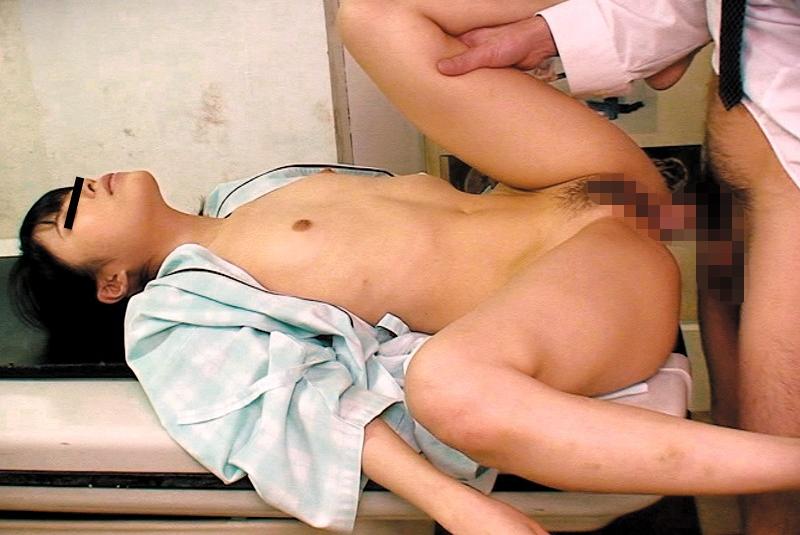 【エロ動画】少女に睡眠薬を飲ませて中出しする鬼畜MRI技師の悪行!03_20160829215918efd.png