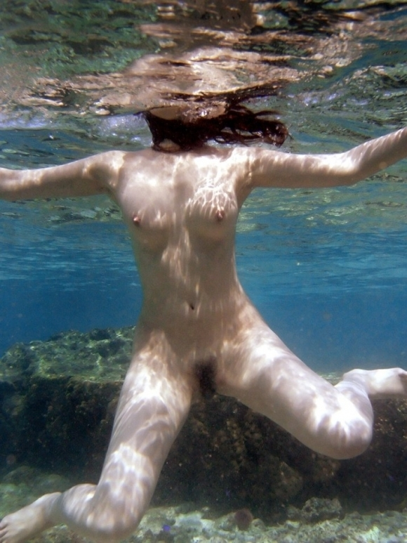 【摩訶不思議】水中で女の子を捉えた画像がエロすぎて発狂してしまいそうwwwwwww【画像30枚】03_20170516094613985.jpeg