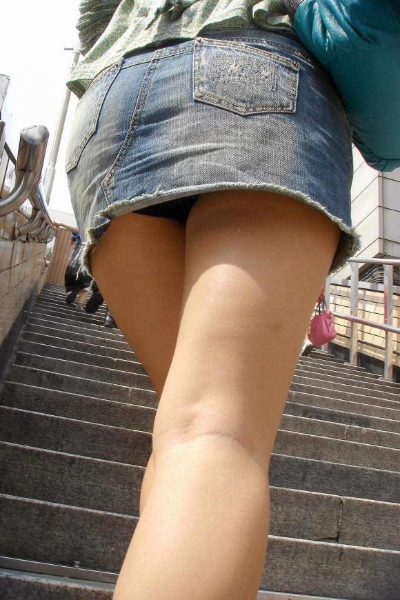 階段で女の子を追っていくと面白いようにパンチラ画像が集まるwwwwwww【画像30枚】03_201708220214045fc.jpg