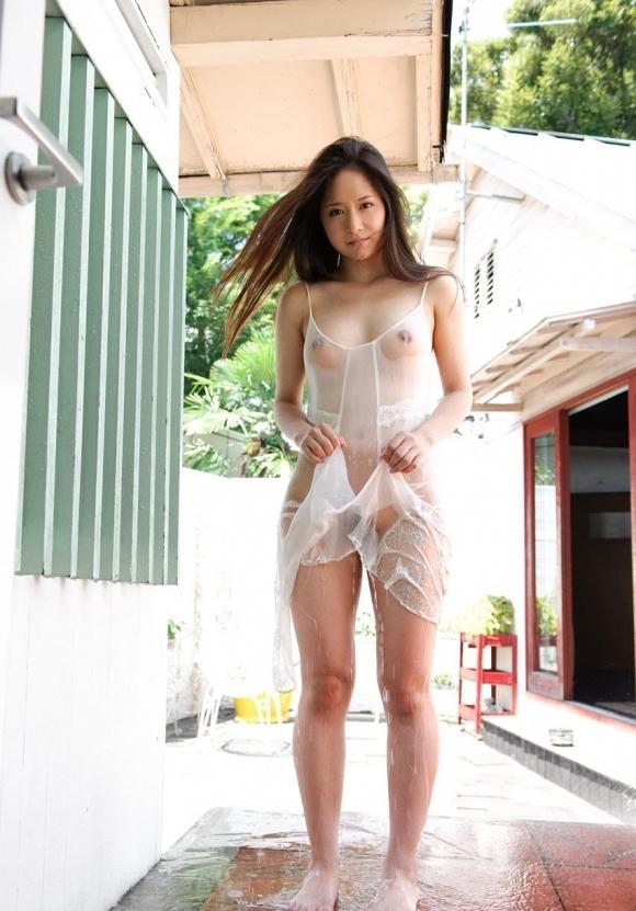着ている服が濡れてるスケスケの状態がくっそエロくてヌケるwwwwwww【画像30枚】04_20170601133713df8.jpeg