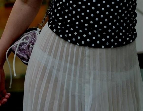 白いスカートを履いてる女の子ってパンティ透けて見えるからエロいよなwwwwwww【画像30枚】04_20170629110025546.jpeg