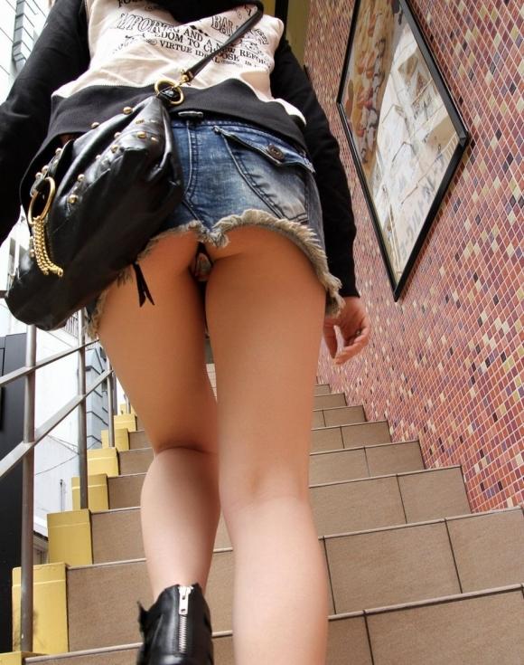 Tバック履いてる女の子のパンチラってエロすぎてヤバいわwwwwwww【画像30枚】04_20170916013953267.jpg