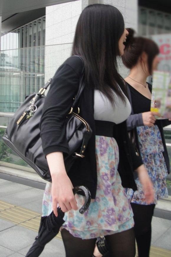 街の中でこんな着衣おっぱいを見たらチンコおっきくなっちゃうわwwwwwww【画像30枚】05_20170827115049fcc.jpg