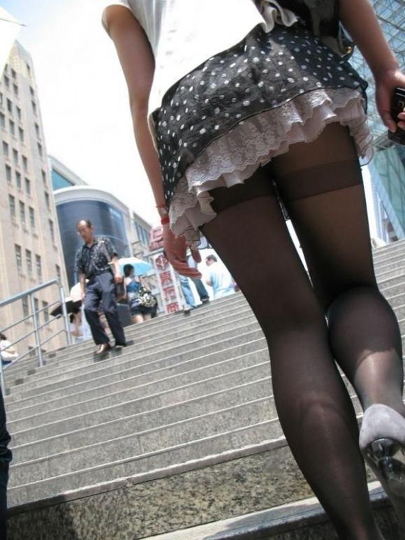 裸よりエロい!フェロモンがプンプンしてくる黒ストッキングの女の子wwwwwww【画像30枚】05_20170914021244437.jpg