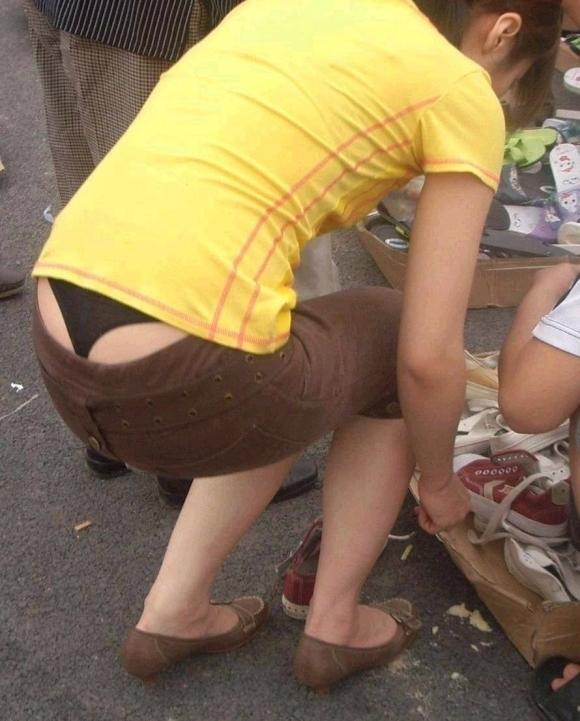 Tバック履いてる女の子のパンチラってエロすぎてヤバいわwwwwwww【画像30枚】05_2017091601395520d.jpg