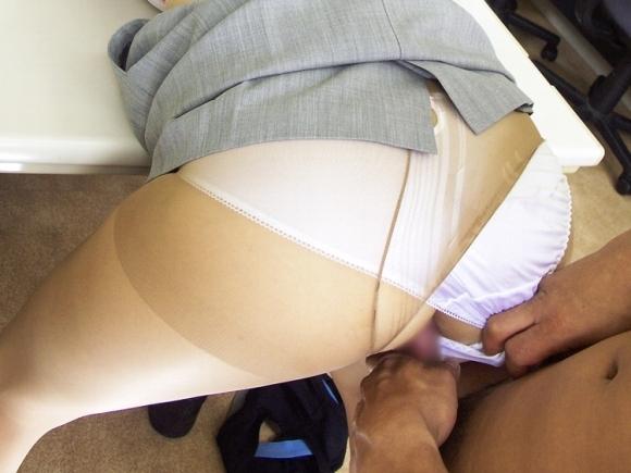 男だったらパンスト着用セックスに1度は憧れるよなwwwwwww【画像30枚】05_201709211236544d4.jpg