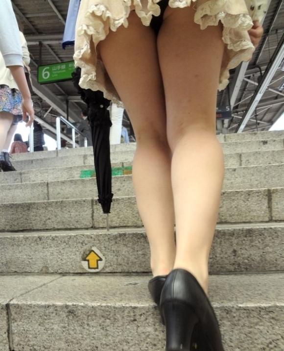 階段で女の子を追っていくと面白いようにパンチラ画像が集まるwwwwwww【画像30枚】06_20170822021409a8f.jpg