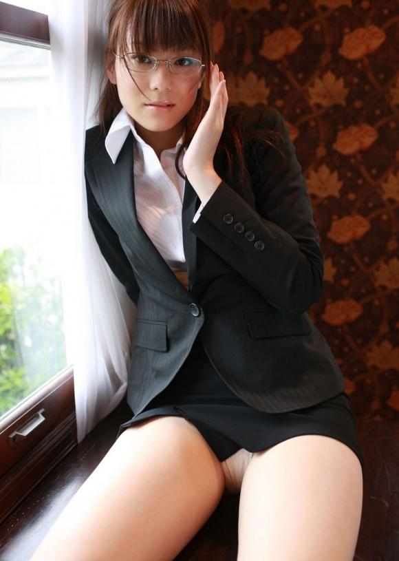 知的そうな眼鏡美女のエロい姿に興奮してしまうwwwwwww【画像30枚】06_2017091300220943c.jpg
