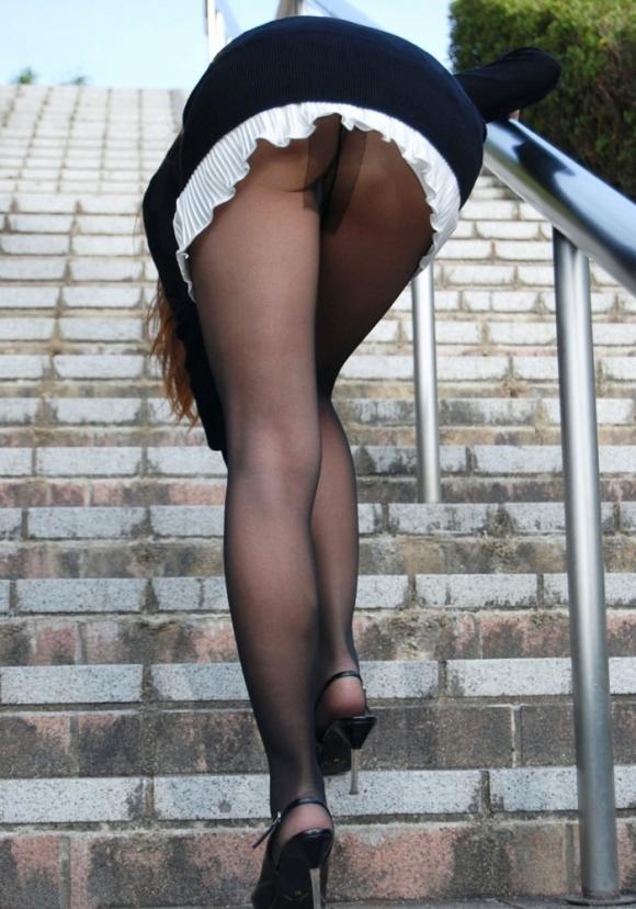 裸よりエロい!フェロモンがプンプンしてくる黒ストッキングの女の子wwwwwww【画像30枚】06_201709140212457a8.jpg