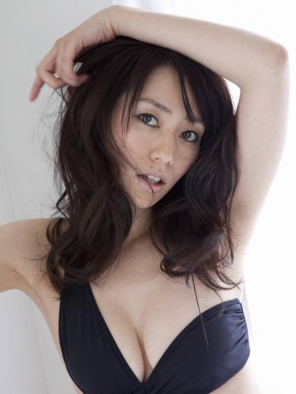 おっぱいのカタチが素晴らしい!「谷桃子」ちゃんのセクシーグラビア!【画像30枚】07_201609011627383c5.jpg