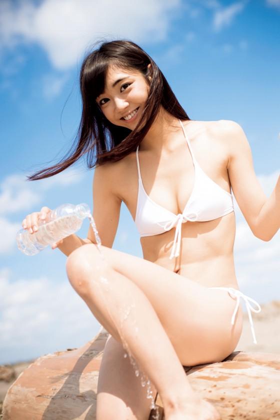 戦隊シリーズ出演美少女「山谷花純」ちゃんのスレンダーボディのグラビア画像!08_20161024182741dfd.jpg