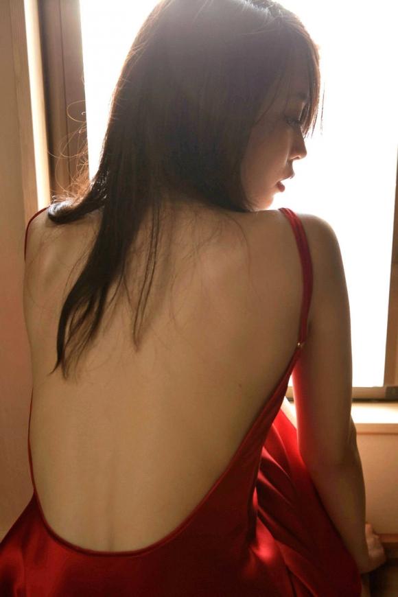 【フェチ】女の子の背中がゾクゾクする程エロスを感じる画像をくださいwwwwwww【画像30枚】09_2016083000062060a.jpg