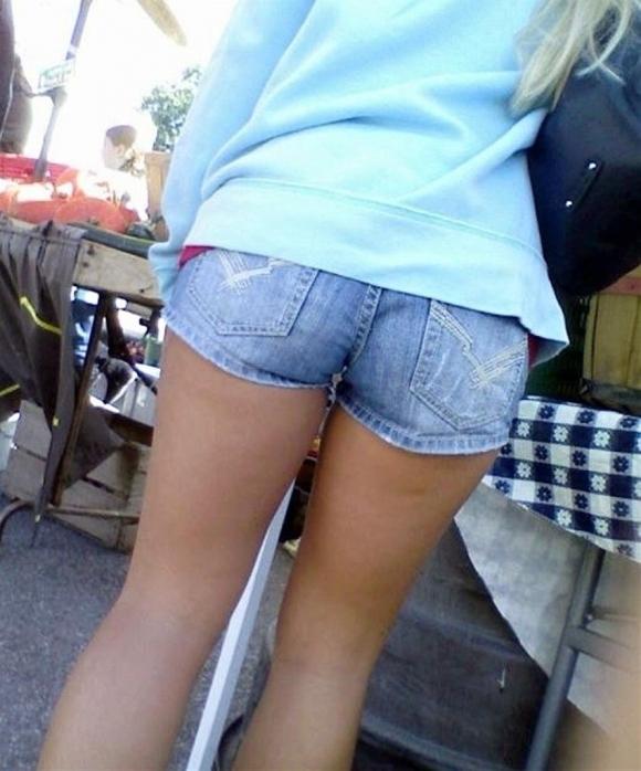 外なのにおしりのプリプリ感を強調して歩いてる女の子ってなんなのwwwwwww【画像30】09_20170921012237db4.jpg