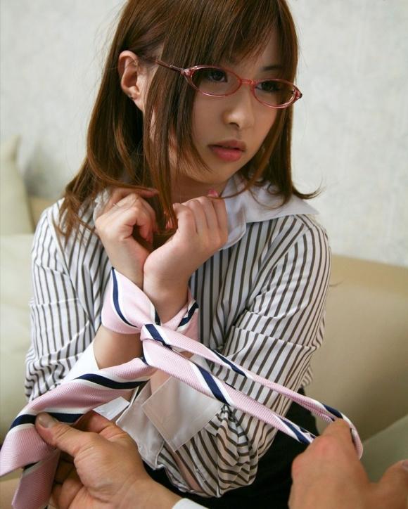 眼鏡をかけた真面目女子のエロスのギャップが妙にソソるwwwwwww【画像30枚】10_20170610023814182.jpeg