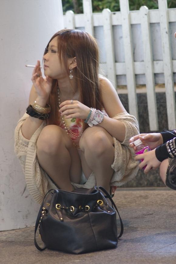 タバコで一服してる無防備な姿がエロすぎて激写してしまったwwwwwww【画像30枚】11_20170617021921414.jpeg