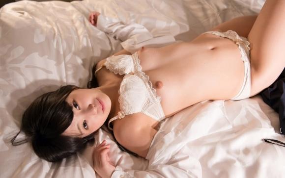 美女とベッドのコラボレーションが飛び込みたくなるほどエロいwwwwwww【画像30枚】11_2017073003561470e.jpeg