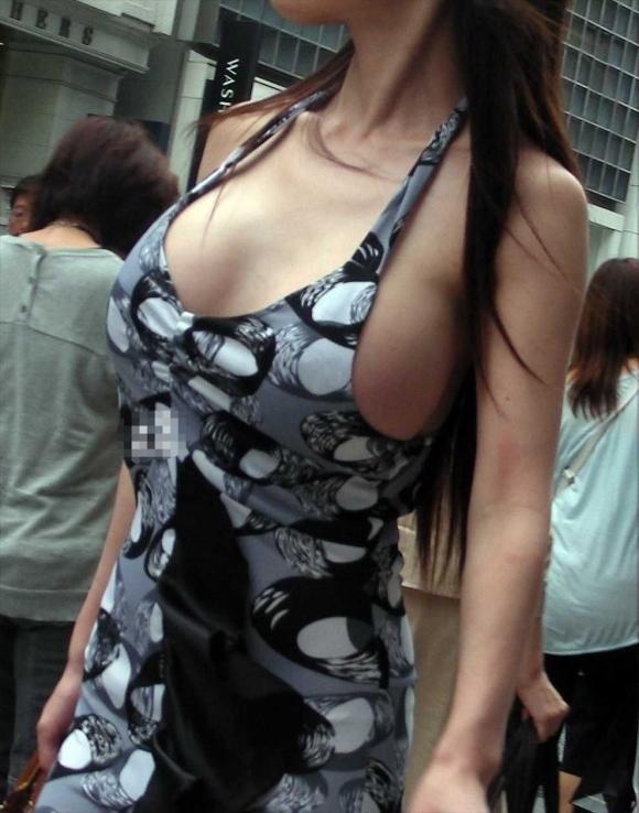 街の中でこんな着衣おっぱいを見たらチンコおっきくなっちゃうわwwwwwww【画像30枚】11_20170827115547279.jpg