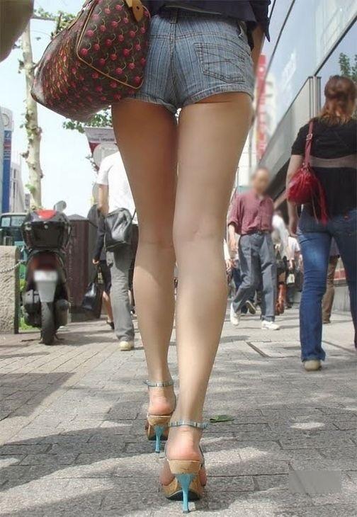 外なのにおしりのプリプリ感を強調して歩いてる女の子ってなんなのwwwwwww【画像30】11_20170921012501144.jpg