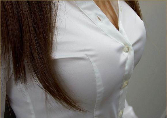 【おっぱい画像】巨乳とシャツのコンビネーションが凄まじいパワーを持ってる件!wwwwwww【画像30枚】12_20160918015232022.jpg