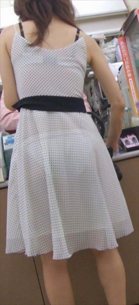 白いスカートを履いてる女の子ってパンティ透けて見えるからエロいよなwwwwwww【画像30枚】12_20170629114438110.jpeg