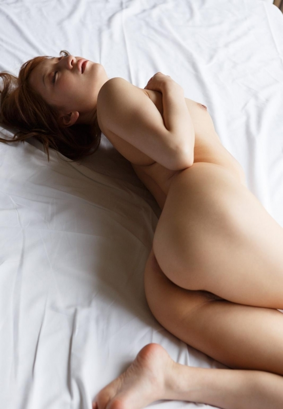 女の子の丸みを帯びたボディラインがソソるwwwwwww【画像30枚】12_20170726020911751.jpeg