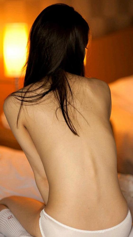 【フェチ】女の子の背中がゾクゾクする程エロスを感じる画像をくださいwwwwwww【画像30枚】13_201608300006561ed.jpg