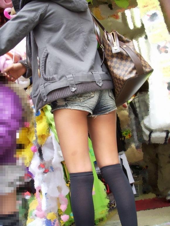 【着衣エロ画像】短いホットパンツで尻肉見せつけてくる女の子が増殖中wwwwwww【画像30枚】13_201707120236306db.jpeg
