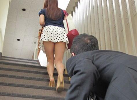 階段で女の子を追っていくと面白いようにパンチラ画像が集まるwwwwwww【画像30枚】13_20170822021614335.jpg